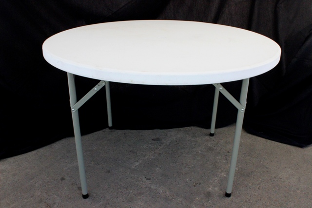 1150mm round, cream plastic top (seats 6)</