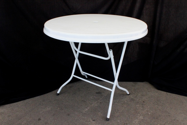 900mm round, white plastic top (seats 4