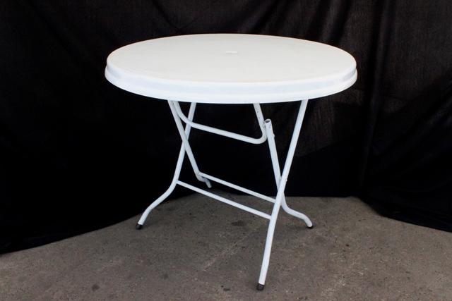 900mm round, white plastic top (seats 4