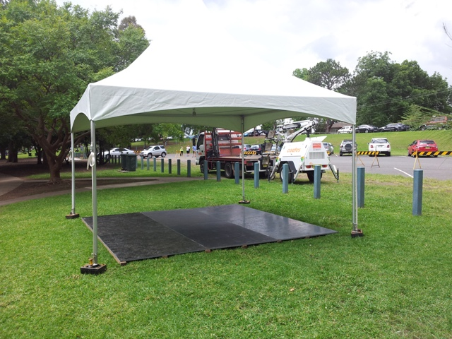 4x4m free standing marquee with floor