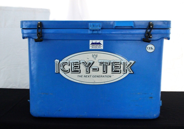 large 135 litre ice chest - insulated